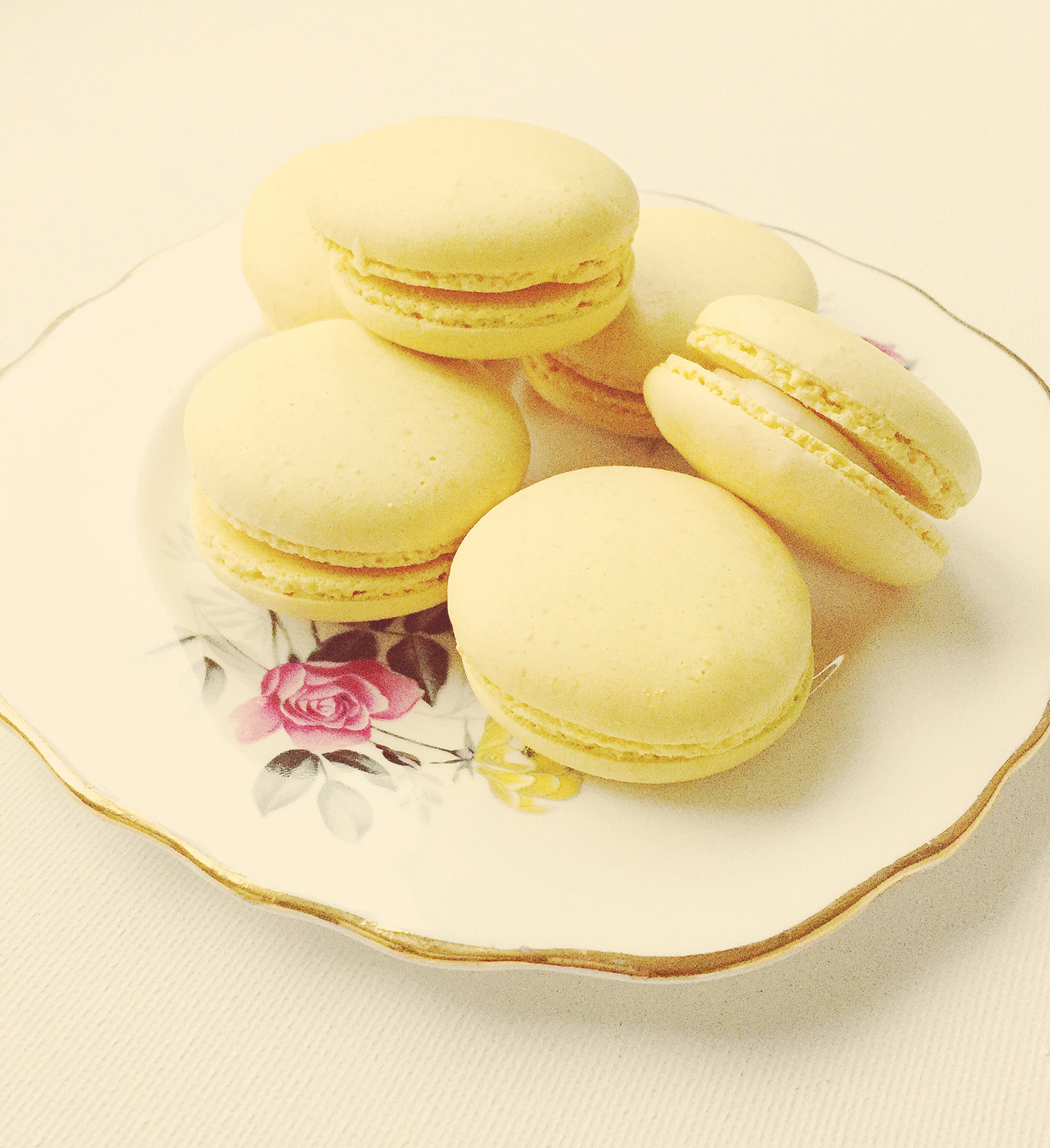 Macarons for tea ©teaandtiffindesigns