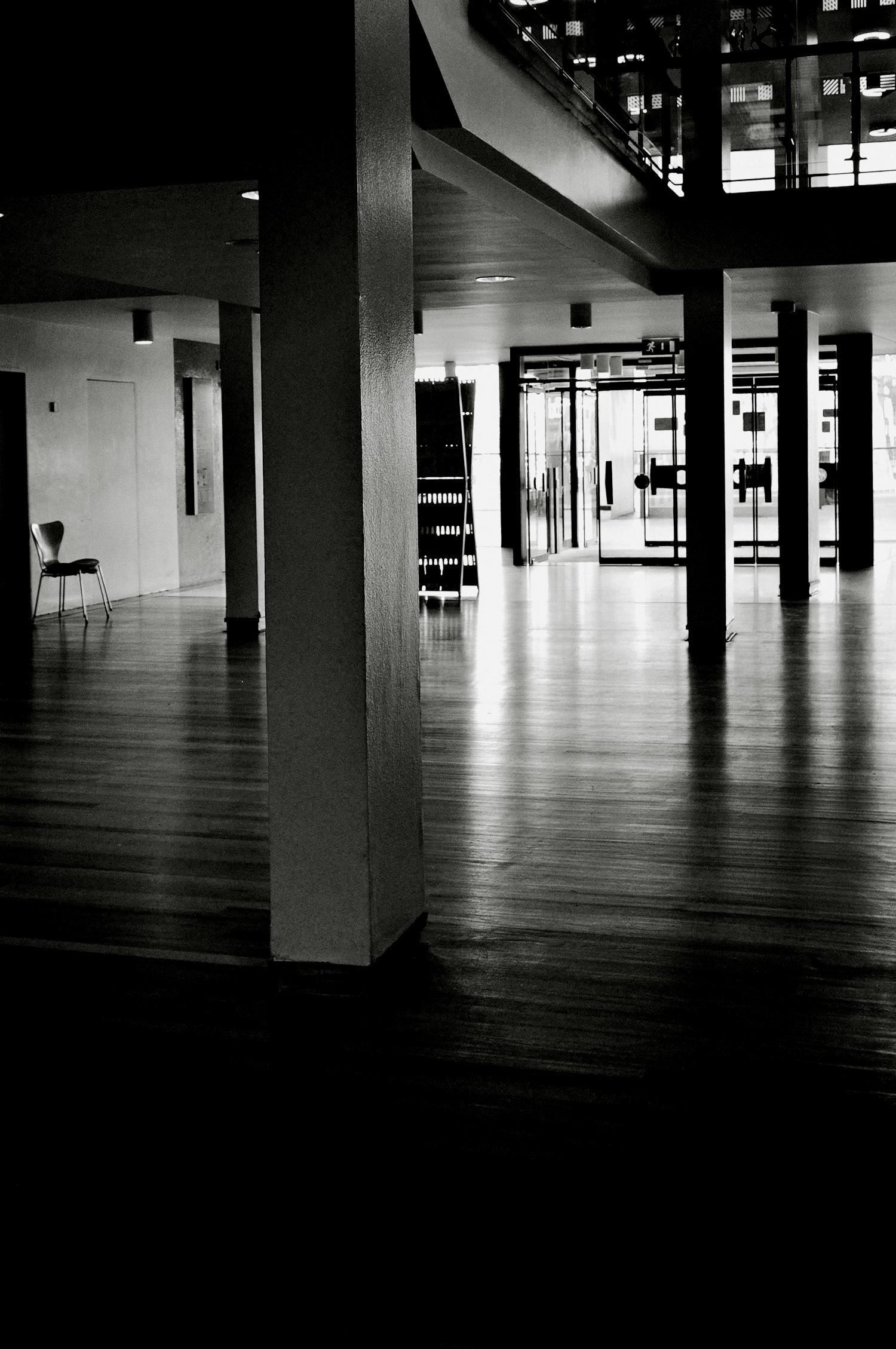 inside festival hall b&W 2